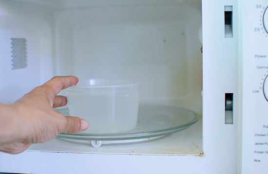 Clean-a-Microwave-With-a-Lemon-qwesa.ru-01