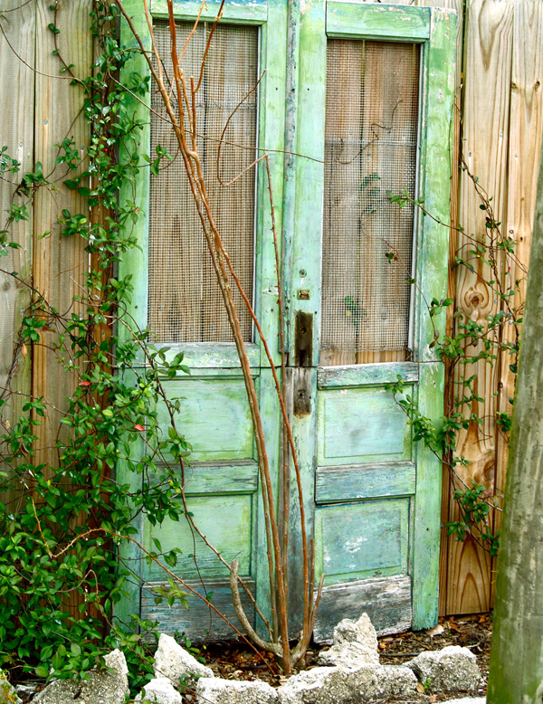 outdoor-decor-repurposing-old-doors-qwesa.ru-01