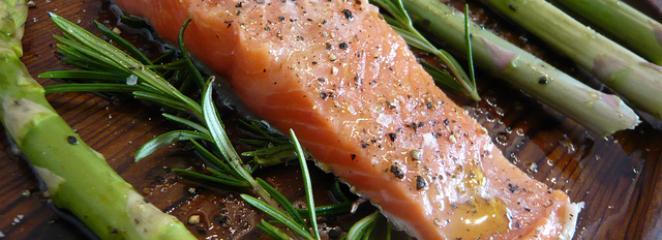 Как вкусно приготовить спаржу и лосось? Мы предоставляем хороший рецепт