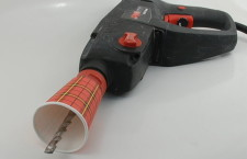 Как защитить глаза от пыли при сверлении потолка
